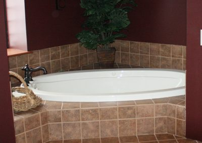 The Second Story Defiance King Suite Jetted Tub